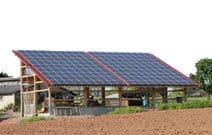 Schutzdach mit Photovoltaikanlage mittlerer Größe